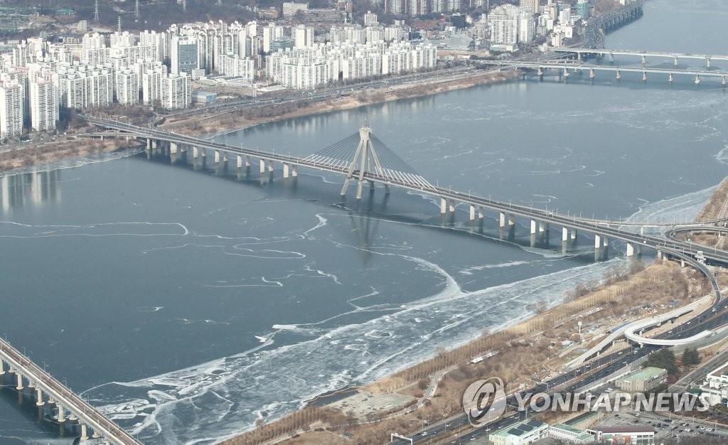 汉江江面结冰