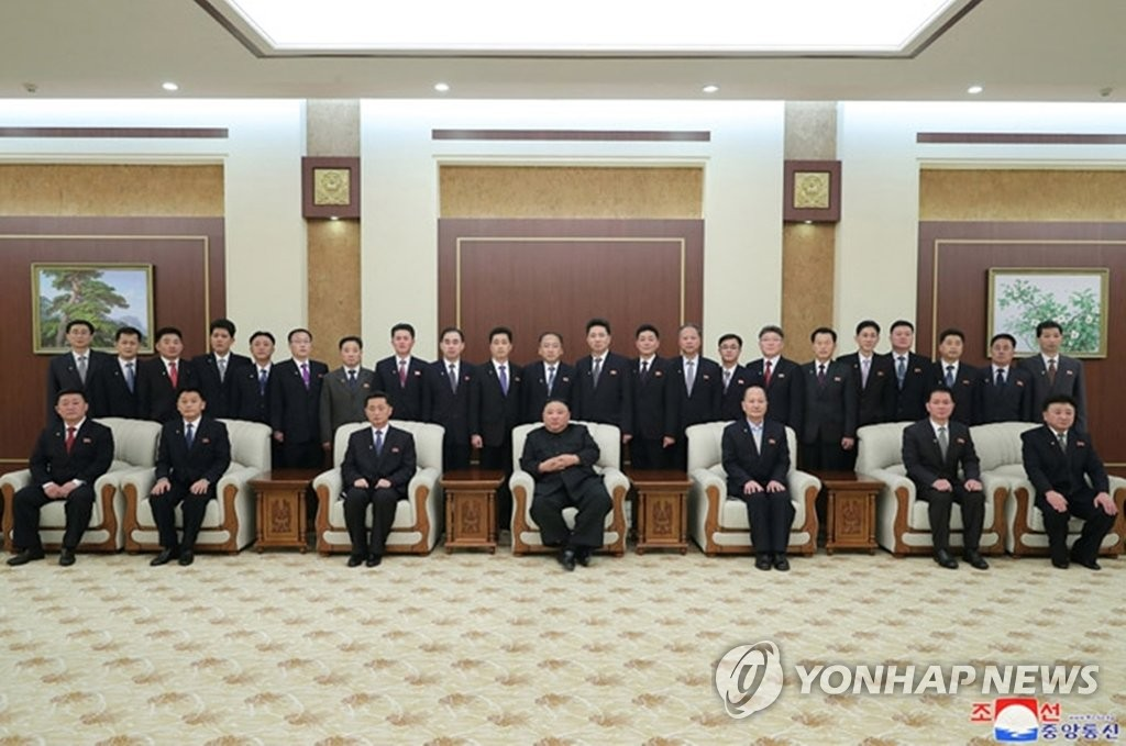 金正恩与新内阁成员合影