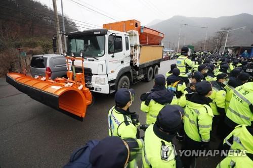 详讯:韩国防部向萨德基地运入物资