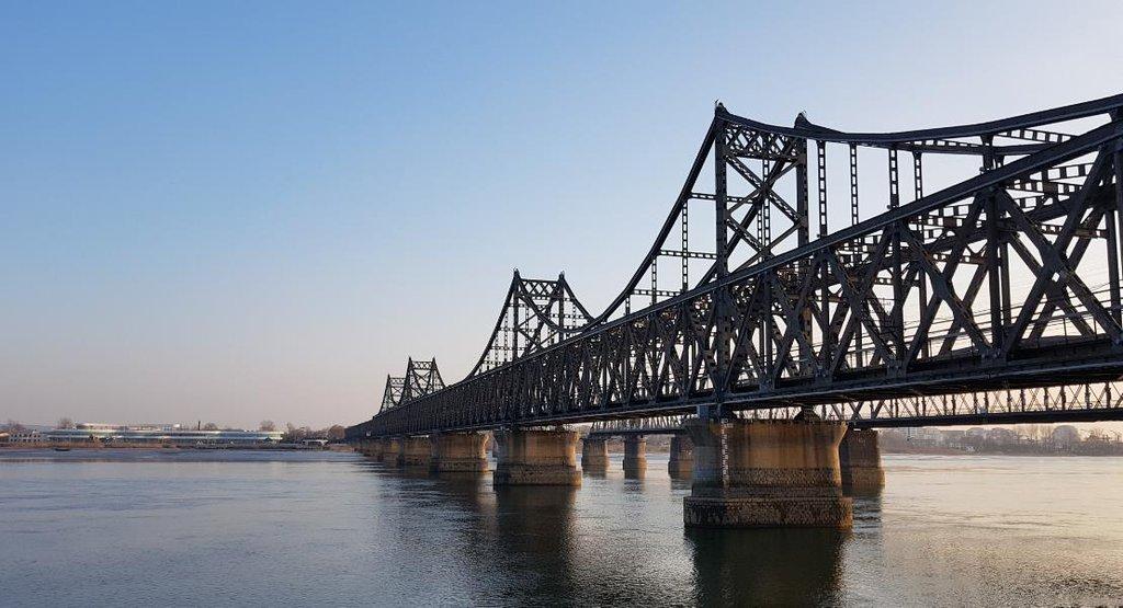 资料图片:连接辽宁丹东和朝鲜新义州的朝中友谊桥 韩联社