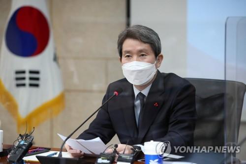 韩统一部长官与记者座谈