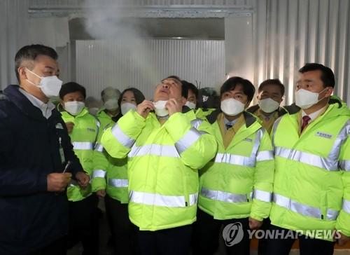韩总理视察新冠疫苗储运中心