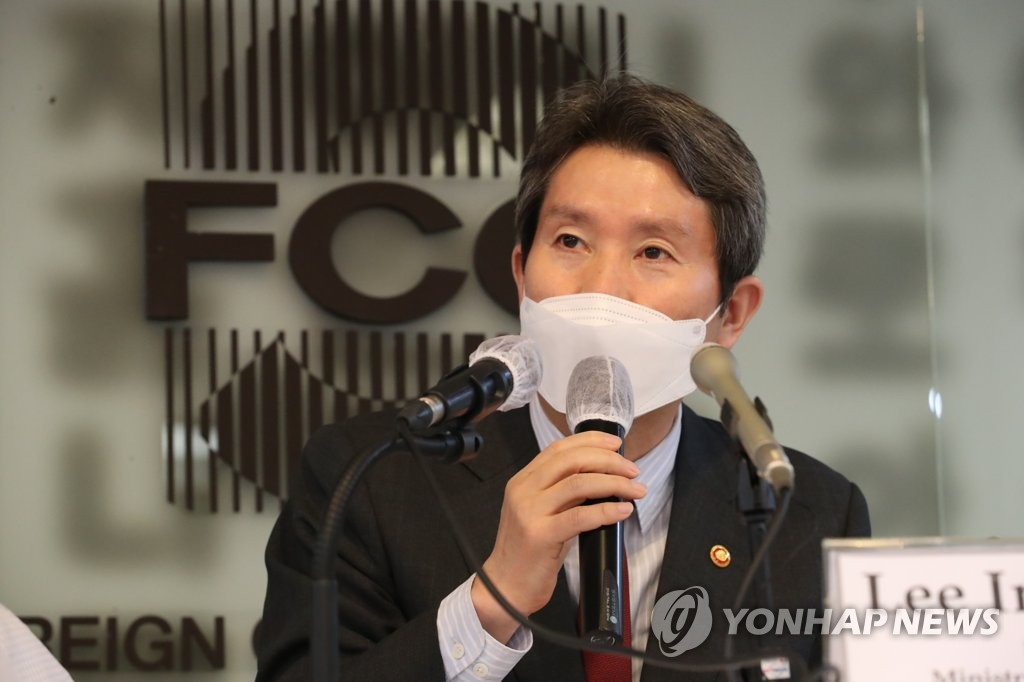 韩统一部长官:放宽对朝制裁可促进无核化谈判
