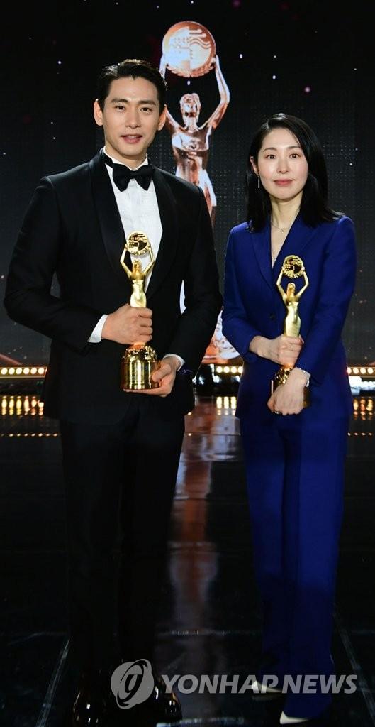 青龙最佳男女新人奖得主