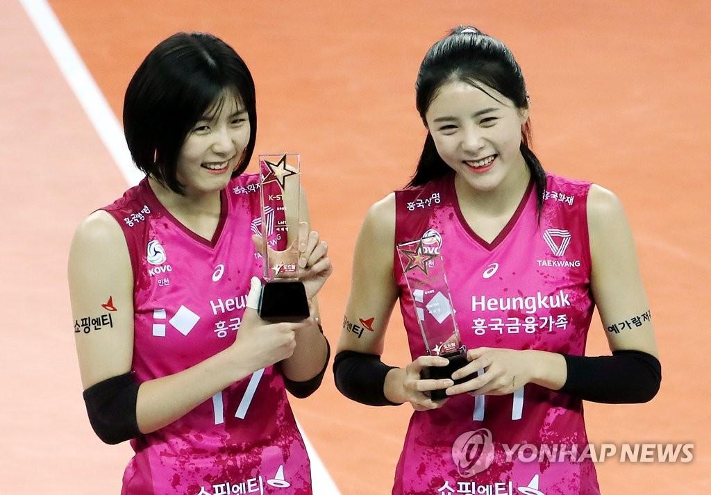 资料图片:李在英(左)和李多英 韩联社