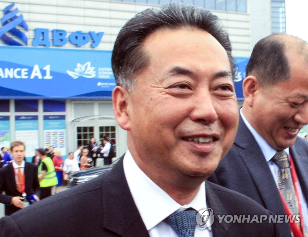 资料图片:朝鲜驻华大使李龙男 韩联社