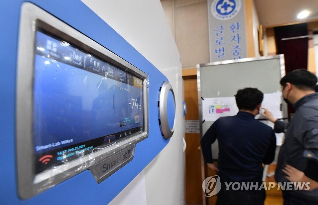 资料图片:疫苗冷藏柜 韩联社