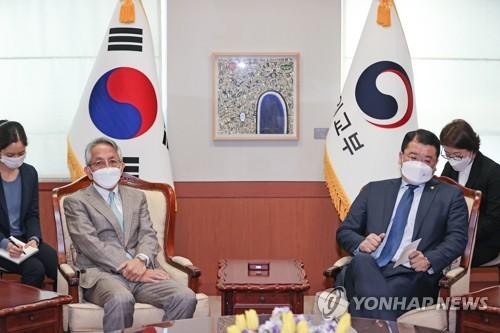 韩副外长会见新任日本大使