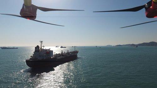 无人机对船送货