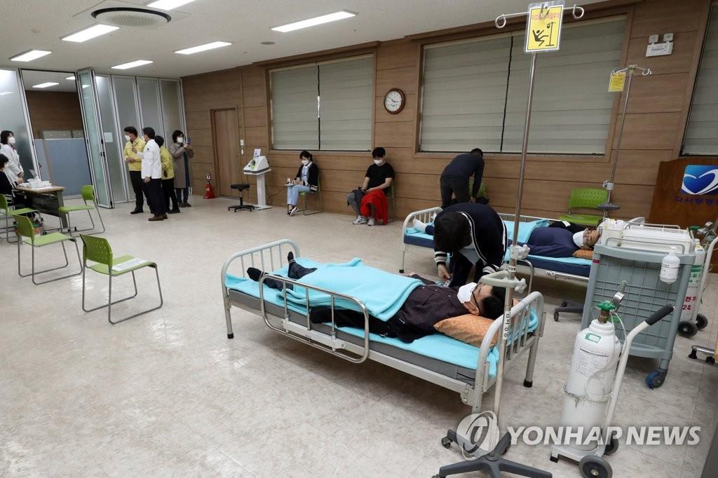 资料图片:阿斯利康疫苗接种现场 韩联社
