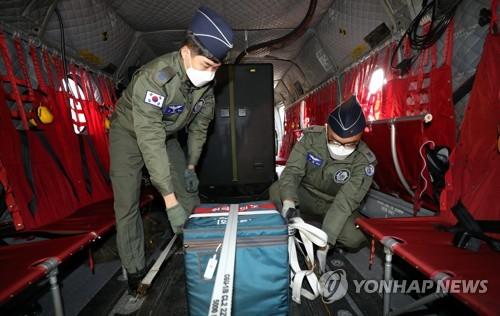 投入军用直升机运输疫苗
