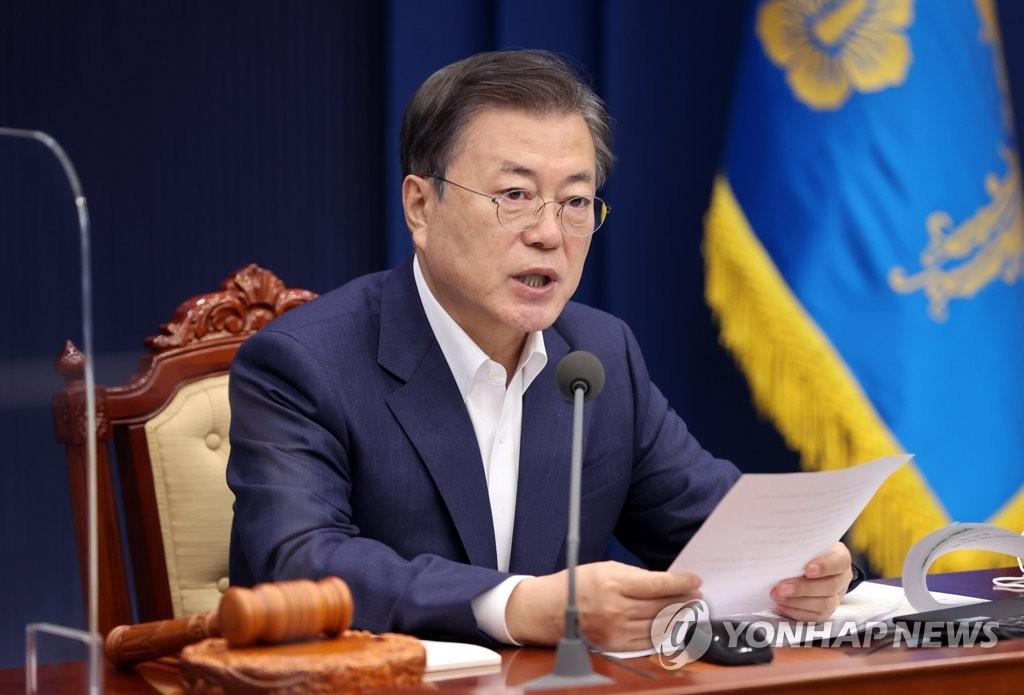 3月2日,在青瓦台,文在寅在国务会议上发言。 韩联社