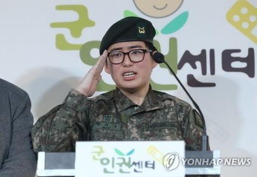 韩国防部对首位变性军人去世表哀悼