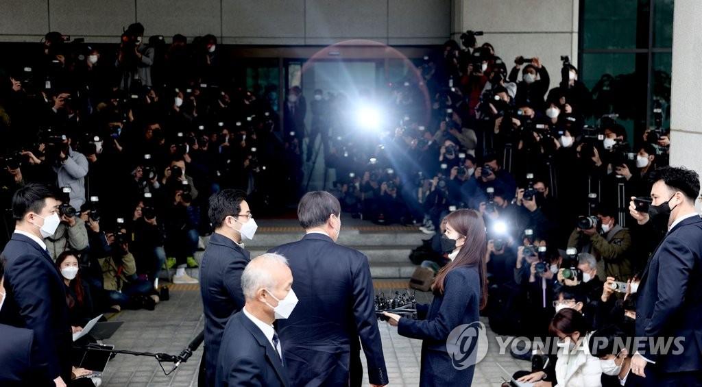 3月4日下午,在首尔市瑞草区的大检察厅,尹锡悦表明辞意。 韩联社