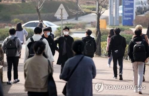 韩防疫部门:视情况决定新冠疫苗接种者可否不戴口罩