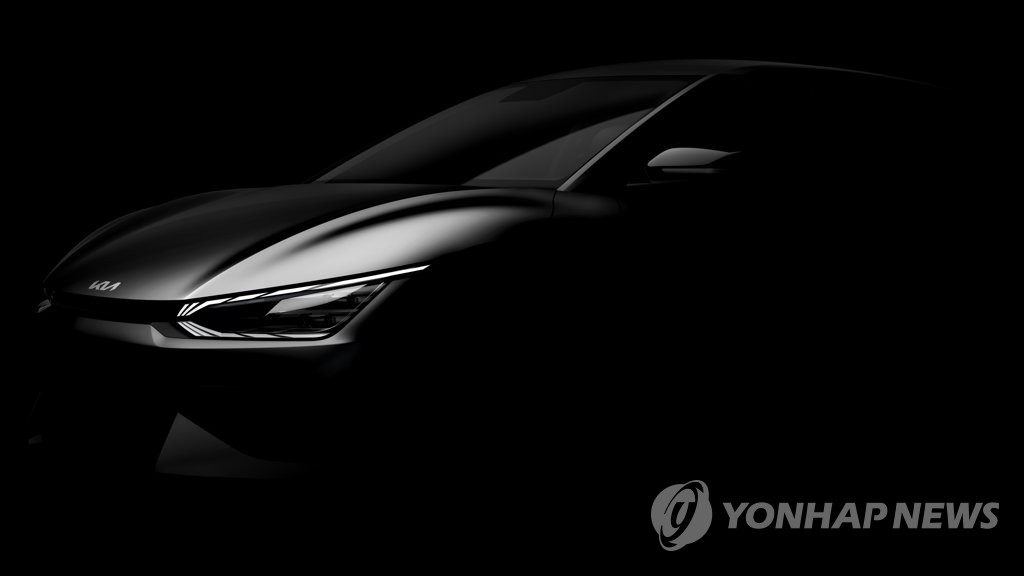 """3月9日,起亚公开旗下首款专用电动车""""EV6""""的预告照和视频。 韩联社/起亚供图(图片严禁转载复制)"""