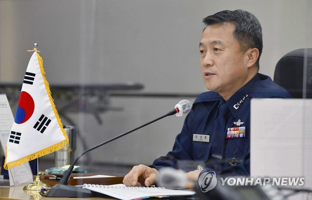 文在寅批准空军参谋长李成龙转业申请