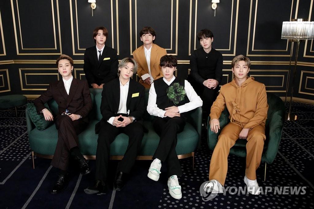 3月15日,韩国男团防弹少年团(BTS)受邀登上在线举行的第63届格莱美颁奖典礼红毯礼。 韩联社/Big Hit娱乐供图(图片严禁转载复制)