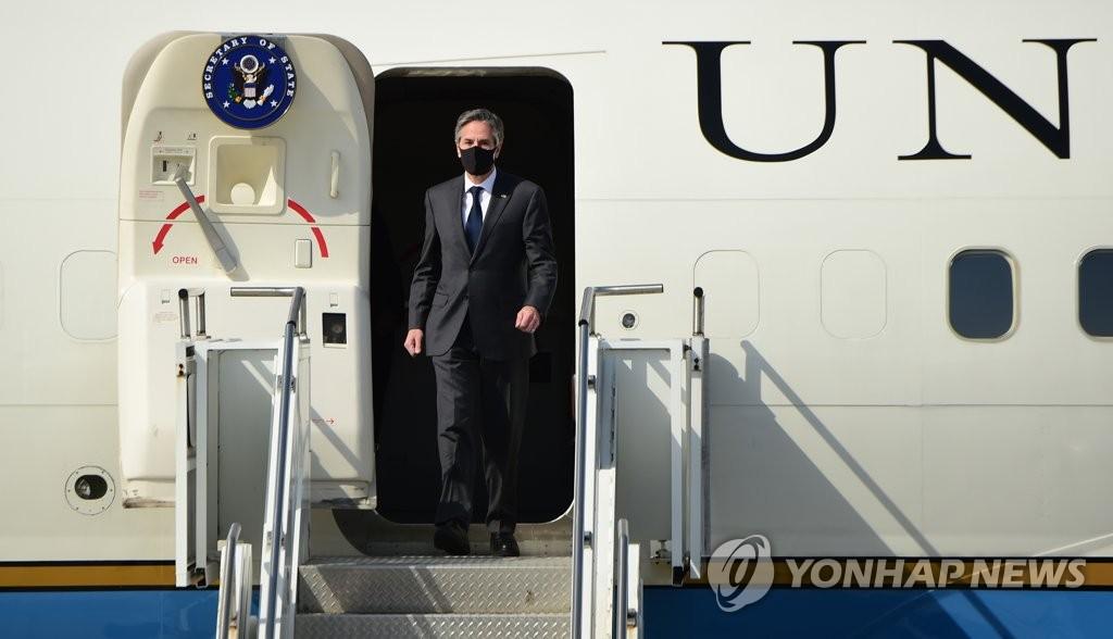 美国务卿布林肯结束访韩行程启程返回