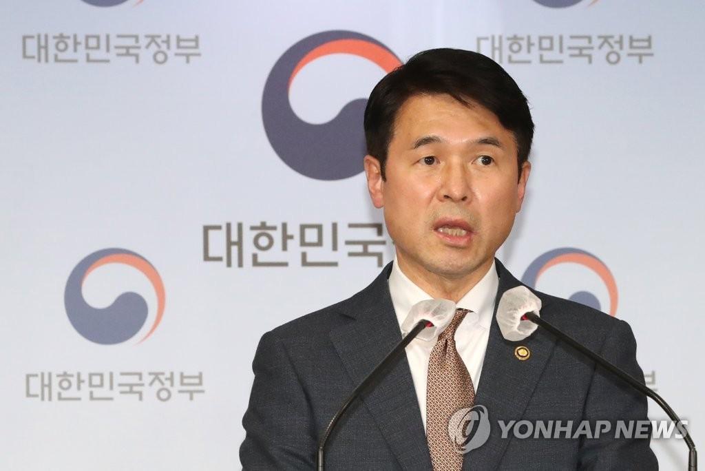 3月19日,韩国国务调整室国务第一次长崔彰沅公布了政府联合调查团对涉及第三期新城开发规划项目公务员和公营企业职员的调查结果。 韩联社