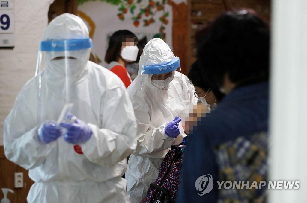 简讯:韩国新增452例新冠确诊病例 累计98209例