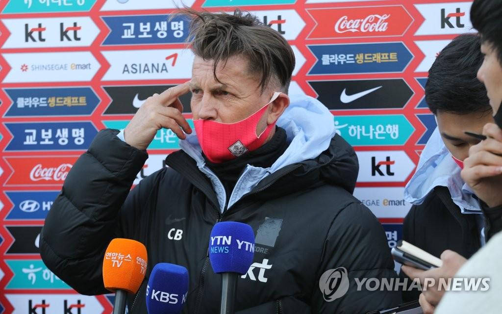资料图片:韩国女足主帅科林·贝尔 韩联社