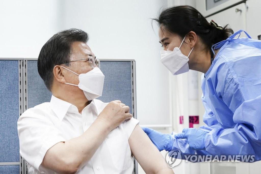 详讯:文在寅夫妇接种阿斯利康新冠疫苗