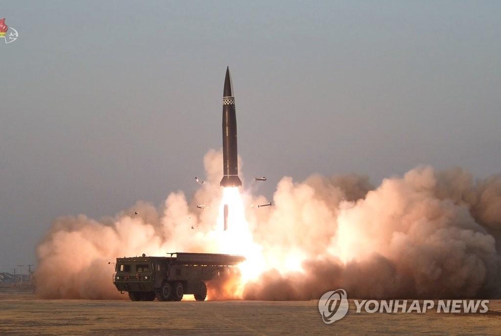 资料图片:朝鲜3月25日试射新型战术导弹。 韩联社/朝鲜中央电视台报道画面截图(图片仅限韩国国内使用,严禁转载复制)