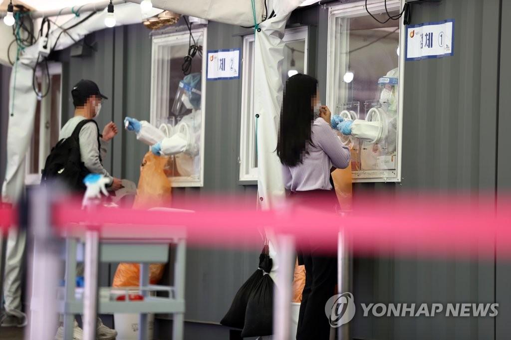 资料图片:临时筛查站 韩联社