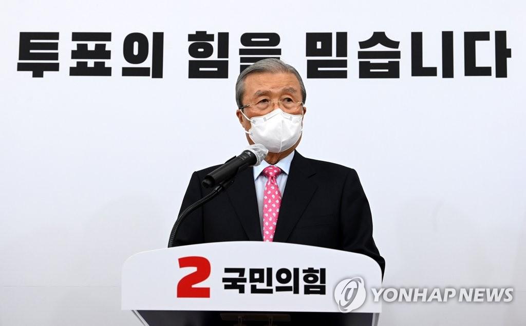 4月2日,在国会,国民力量党非常对策委员会委员长金钟仁呼吁选民踊跃投票。 韩联社