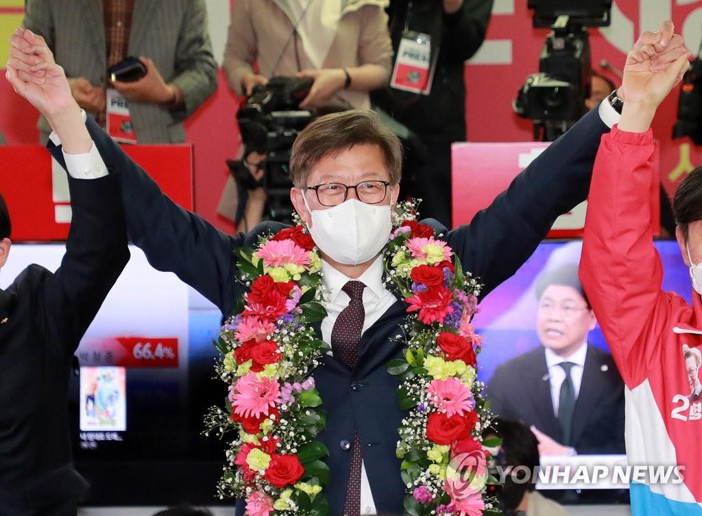 朴亨埈举臂庆祝