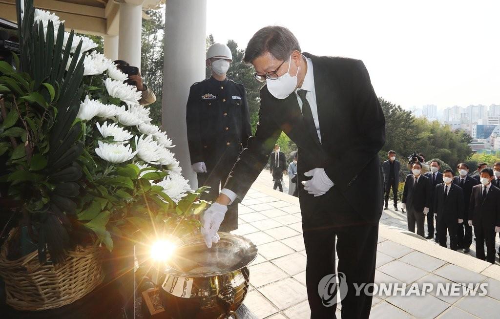 新任釜山市长参谒忠烈祠