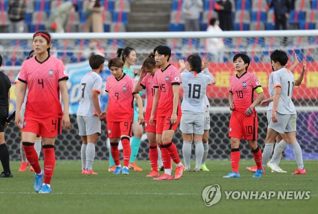 4月8日,东京奥运会女足亚洲区预选赛附加赛韩中对阵的首场比赛在京畿道高阳综合体育场进行。韩国队以1比2惜败于中国队。 韩联社