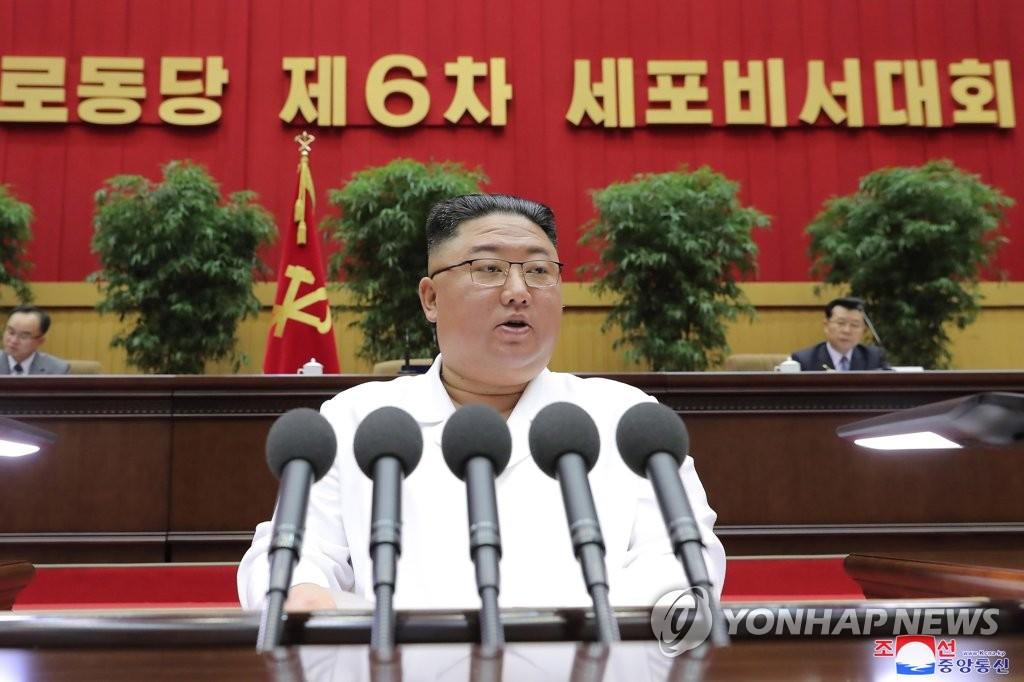 据朝中社4月9日报道,朝鲜劳动党总书记金正恩8日出席第六次细胞书记大会致闭幕词。 韩联社/朝中社(图片仅限韩国国内使用,严禁转载复制)