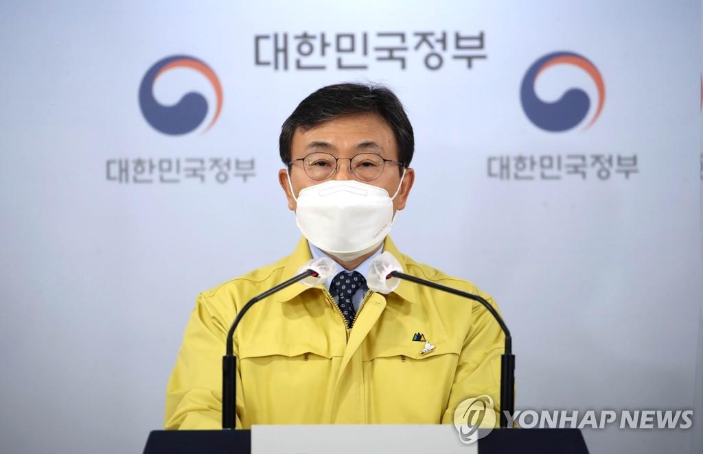 资料图片:中央灾难安全对策本部第一次长、保健福祉部长官权德喆 韩联社