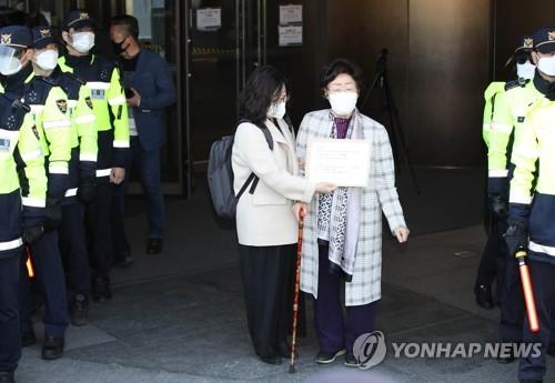 慰安妇受害者向日使馆提交信函