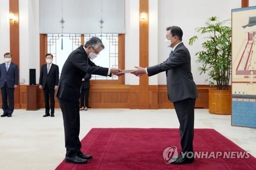 简讯:文在寅就核废水入海向日驻韩大使表忧虑