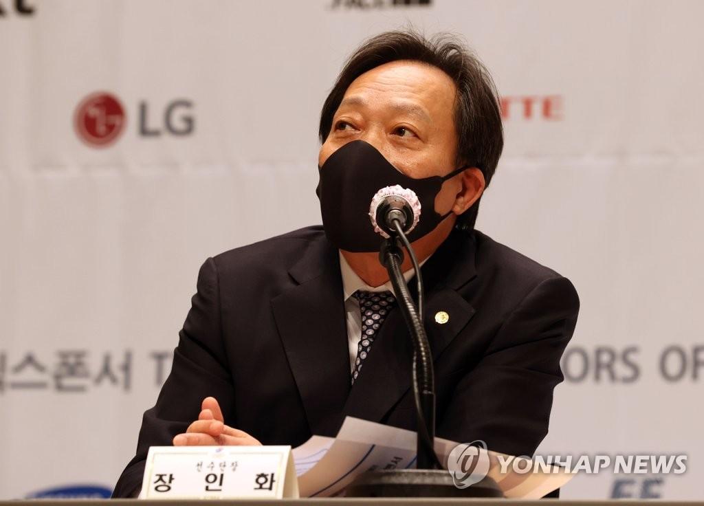 4月14日,在镇川国家队运动员村,韩国代表团团长张仁华在媒体日活动上发言。 韩联社