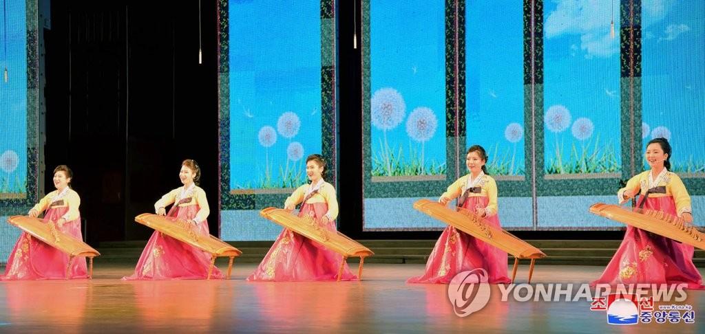 """朝鲜庆祝""""太阳节"""""""