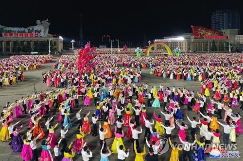 """朝鲜青年庆祝""""太阳节"""""""