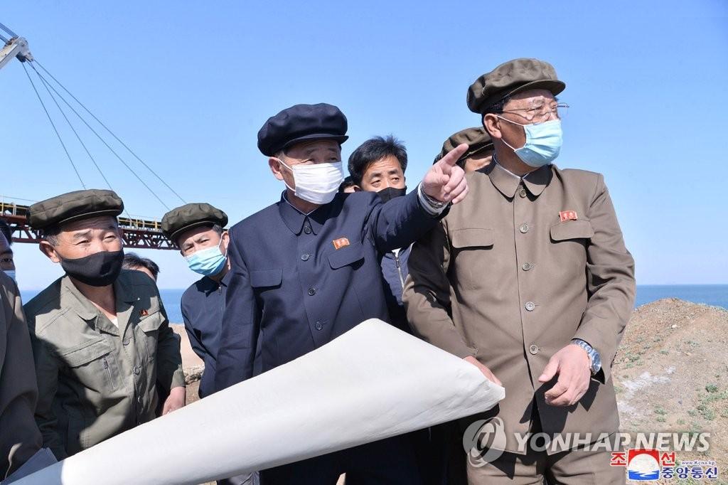 朝鲜总理视察经济一线