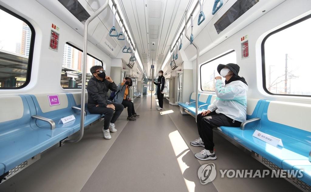 参观市区高速地铁模型