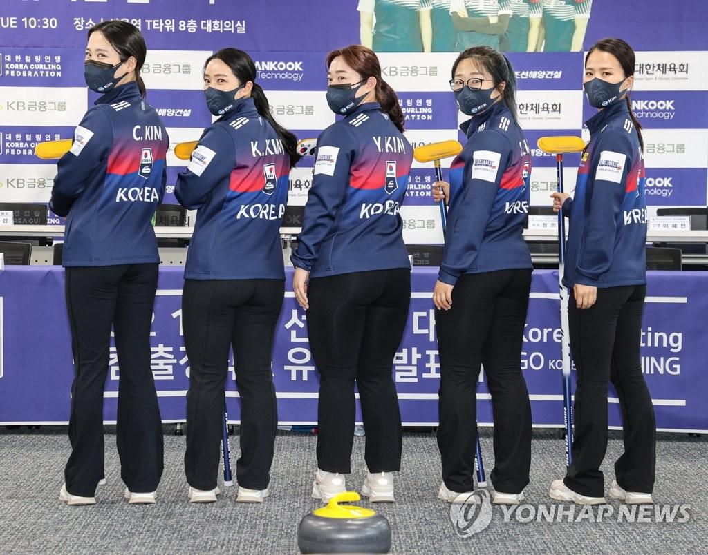 韩冰壶女队出征世锦赛