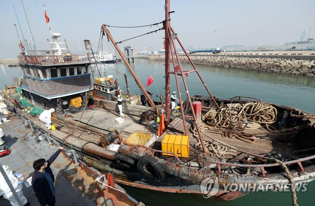 非法捕捞中国渔船被扣