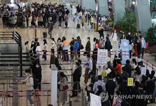 金浦机场人潮拥挤
