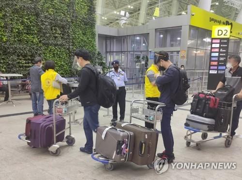 旅印韩侨准备回国