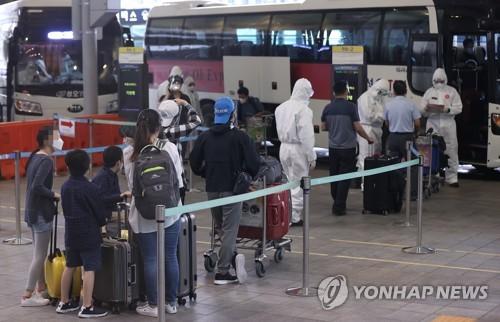 旅印韩侨赴隔离设施