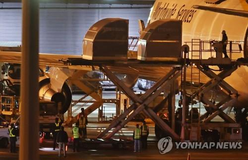 辉瑞新冠疫苗43.8万剂运抵韩国