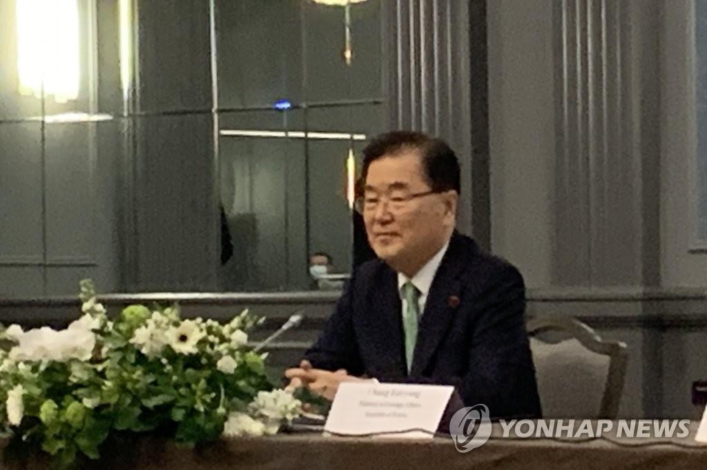 5月5日下午,在伦敦市区某酒店,郑义溶出席韩美日外长会。 韩联社