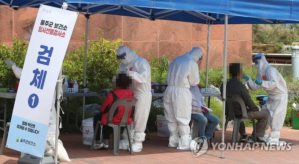 资料图片:核酸采样 韩联社